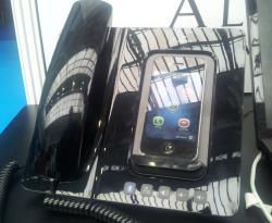 Altigen SmartStation - converts smartphone into deskphone