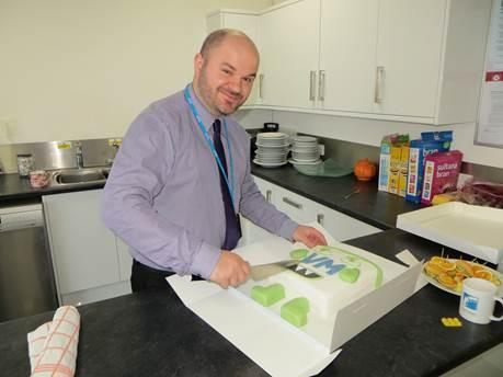 John Milner and the VMware monster cake - click for a closer pic